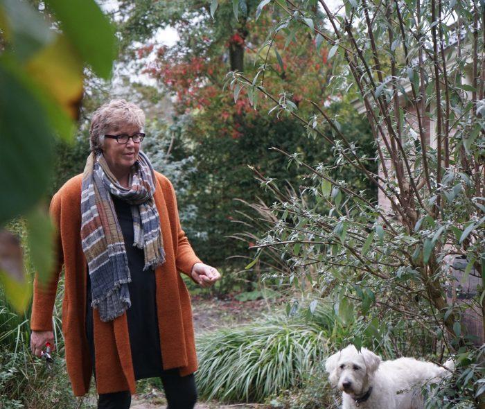 Annet is een echt buitenmens en ze houdt van haar hondjes, Joy en Justice. Van jongsaf hard gewerkt, ook meegeholpen op de boerderij in Schildwolde